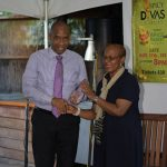 Spicy Divas in Concert Present Award to Netherlands Insurance